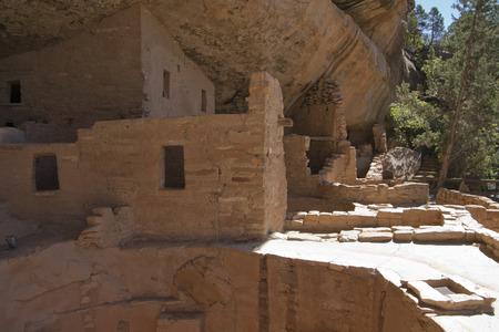トウヒの木の家、メサベルデ国立公園、コロラド州、アメリカで古代の住居の遺跡します。 写真素材 - 85827602