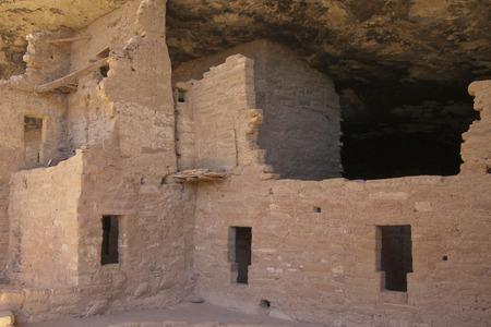 トウヒの木の家、メサベルデ国立公園、コロラド州、アメリカで古代の住居の遺跡します。 写真素材 - 84677987