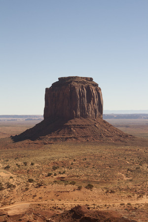 モニュメント バレー、ユタ州/アリゾナ州、米国の美しい赤い岩 写真素材 - 84701564