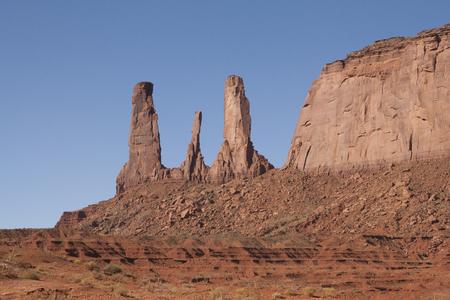 モニュメント バレー、ユタ州アリゾナ州、米国の美しい赤い岩 写真素材
