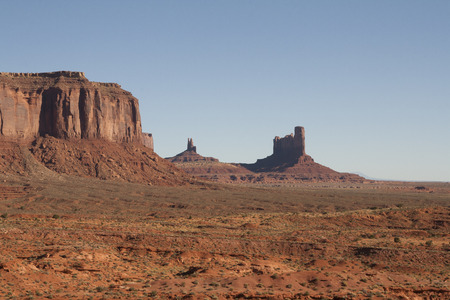 モニュメント バレー、ユタ州/アリゾナ州、米国の美しい赤い岩 写真素材 - 84701565