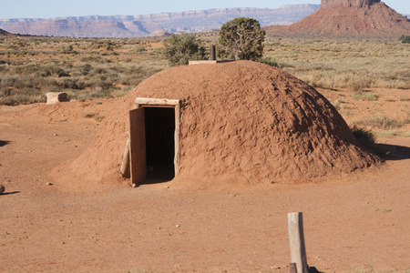 Red sand hut at Monument Valley, Utah/Arizona, USA. Imagens - 85584108