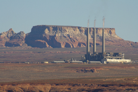 Salt River Project-Navajo Generating Station in the red desert of Page, Arizona, USA. Imagens - 84725855