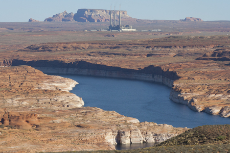 Salt River Project-Navajo Generating Station in the red desert of Page, Arizona, USA. Imagens - 84725858