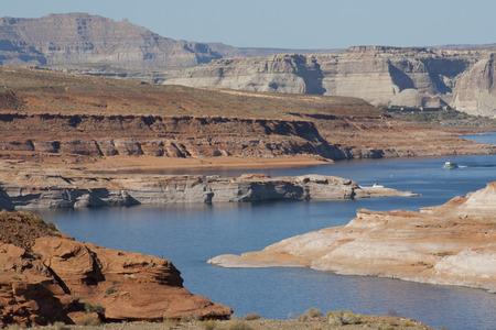 Lake Powell at Glen Canyon Dam, Page, Arizona, USA. Imagens - 84725809