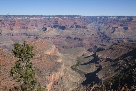 美しい崖、峡谷、グランドキャニオン国立公園、アリゾナ州、米国で谷。 写真素材 - 84790322