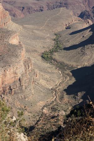美しい崖、峡谷、グランドキャニオン国立公園、アリゾナ州、米国で谷。 写真素材 - 84790323