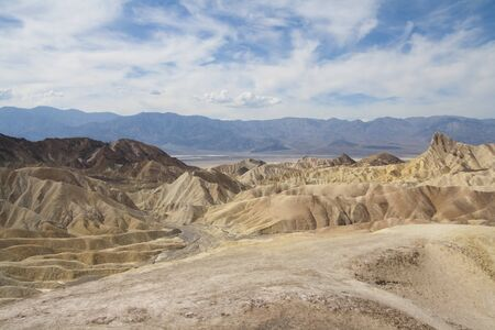 ザブリスキー ポイント、デスバレー国立公園、カリフォルニア州、アメリカの美しい化石の砂丘。 写真素材 - 85157010