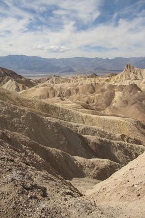 ザブリスキー ポイント、デスバレー国立公園、カリフォルニア州、アメリカの美しい化石の砂丘。 写真素材 - 85101356