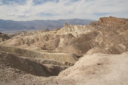ザブリスキー ポイント、デスバレー国立公園、カリフォルニア州、アメリカの美しい化石の砂丘。 写真素材 - 85101357