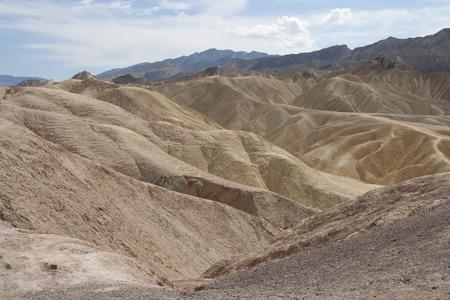 ザブリスキー ポイント、デスバレー国立公園、カリフォルニア州、アメリカの美しい化石の砂丘。 写真素材 - 85100557