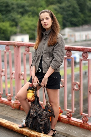 Girl on the bridge with umbrella and bag wait someone Stock Photo - 15317010