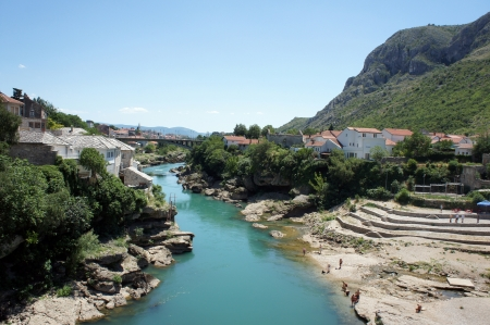Photo of the old turkish bridge in Mostar connecting the Muslim (bosnian) side to the catholics (croats).