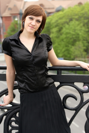 brune: Attractive elegant woman posing outdoors.