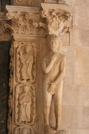 Sculpture on the facade of the Cathedral of St. Lawrence in Trogir, Croatia Standard-Bild