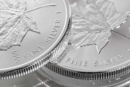 Cape Town, South Africa - August 17, 2019: Illustrative Editorial image of Macro Close up of a 9999 Silver Canadian Maple Leaf Bullion Coin Imagens