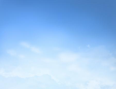 背景の雲と青空