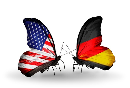 Twee vlinders met vlaggen op de vleugels als symbool van de betrekkingen Verenigde Staten en Duitsland