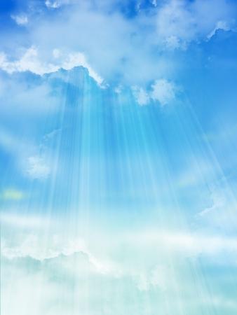 De blauwe hemel met wolken, achtergrond Stockfoto