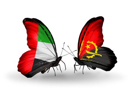 arabe: Dos mariposas con banderas en las alas como símbolo de las relaciones de Emiratos Árabes Unidos y Angola Foto de archivo