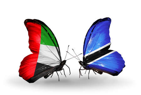 arabe: Dos mariposas con banderas en las alas como símbolo de las relaciones de Emiratos Árabes Unidos y Botswana
