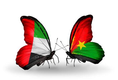 arabe: Dos mariposas con banderas en las alas como símbolo de las relaciones EAU y Burkina Faso