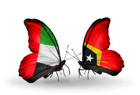 arabe: Dos mariposas con banderas en las alas como símbolo de las relaciones de Emiratos Árabes Unidos y Timor Oriental