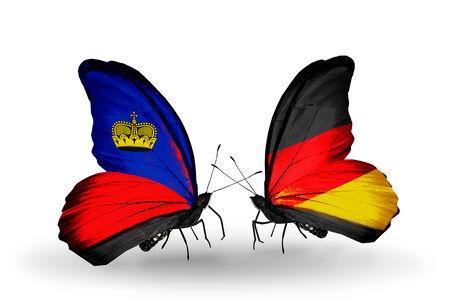 bandera de alemania: Dos mariposas con banderas en las alas como símbolo de las relaciones Liechtenstein y Alemania Foto de archivo