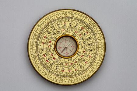 Chinese Luopan compass, used to read Feng Shui of the environment Foto de archivo
