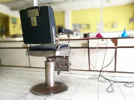 タイの理髪椅子。理髪店の内部ぼかしの背景