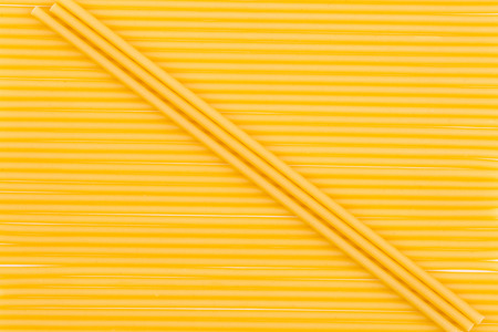 intersect: Pasta in the form of  lines intersect the diagonal of the three macaroni