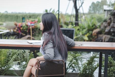 businesswoman working on laptop in coffee shop.