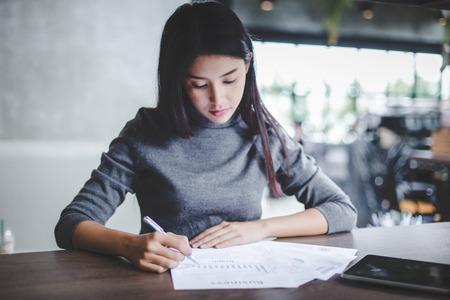 Young businesswoman working on laptop in her workstation. Standard-Bild