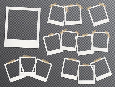 Marcos de fotos en blanco fijados colgando de cinta adhesiva vector ilustración realista. Maquetas de EPS10. Plantillas de marcos de fotos retro. Pegado con cinta adhesiva vintage marcos instantáneos con imágenes en blanco. Ilustración de vector