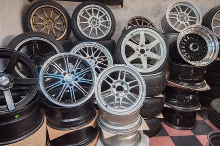 ホイール、車の車輪、車の車輪の修理、車輪の修理、車輪およびブレーキ修理