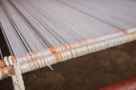 weave cotton on the manual wood loom