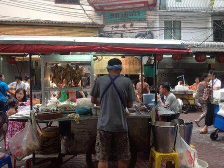 Street food vendor in Bangkoks Chinatown  Stock fotó