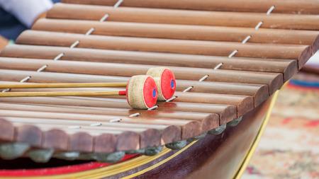 xilofono: Instrumento musical tailandés (xilófono de madera)