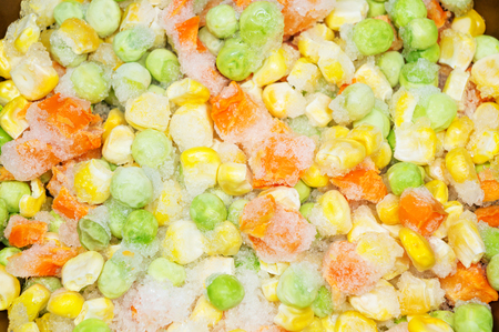 alimentos congelados: zanahorias y guisantes alimenticios congelados Foto de archivo