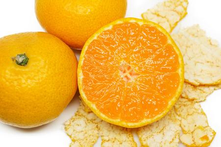 comiendo frutas: Orange fruit isolated on white background