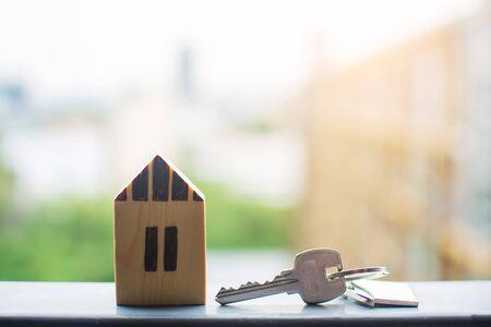 Cierre clave, concepto de préstamo personal. el sujeto está borroso. Foto de archivo