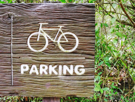 Bicycle Symbol and Parking Text on Wooden Textured Sign Board 版權商用圖片