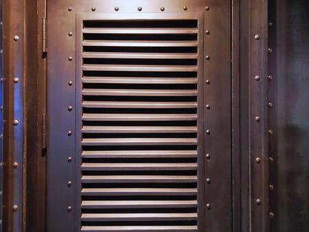 Close-up Decorative Brown Wooden Door with Louver 版權商用圖片