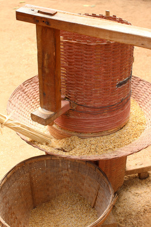 rice mill: the old rice milling tool handmade