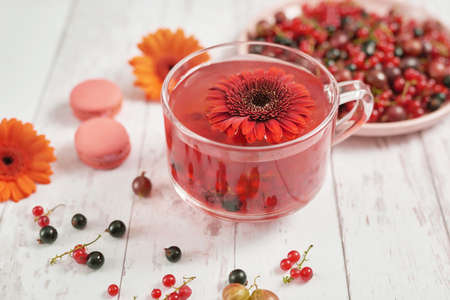 Vitamin Berry Tea. Illness concept: Cup of tea with berries currant .Drink with vitamin c. Spring and summer card. Healthy Diet. Concept of alternative medicine and immune boost. Cozy morning. 版權商用圖片