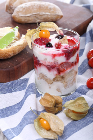 phisalis: Breakfast with yogurt, berries and cookies