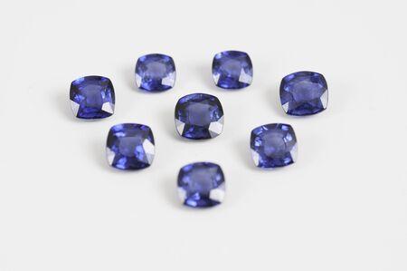 Pietra preziosa naturale di zaffiro blu sciolto. Archivio Fotografico