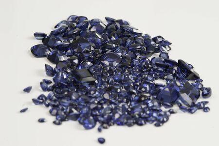 Pietra preziosa naturale di zaffiro blu sciolto.