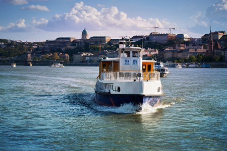 Boat on the Danube river in Budapest Stock fotó - 88090066