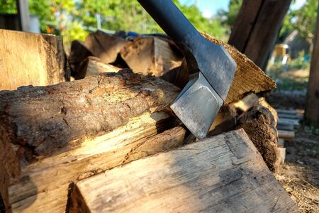 Axe with black handle on the pile of cut wood chops Stock fotó - 129074050
